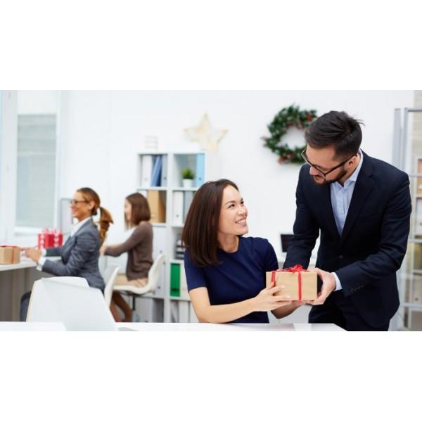 Bỏ túi những lưu ý quan trọng khi chọn quà tết cho nhân viên